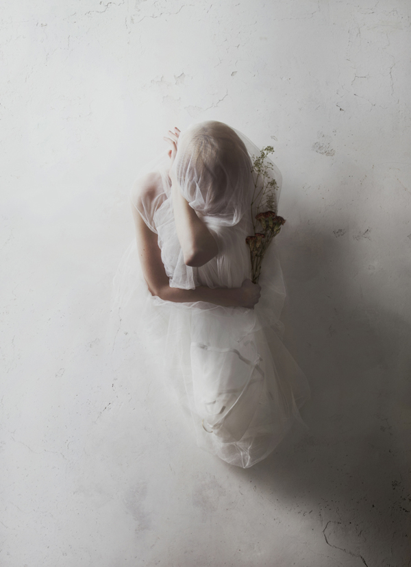 Woman with bouquet - Portrait by Flora Borsi