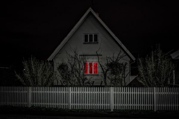 Gloomy Red – Photo by Mike Dugenio Hansen