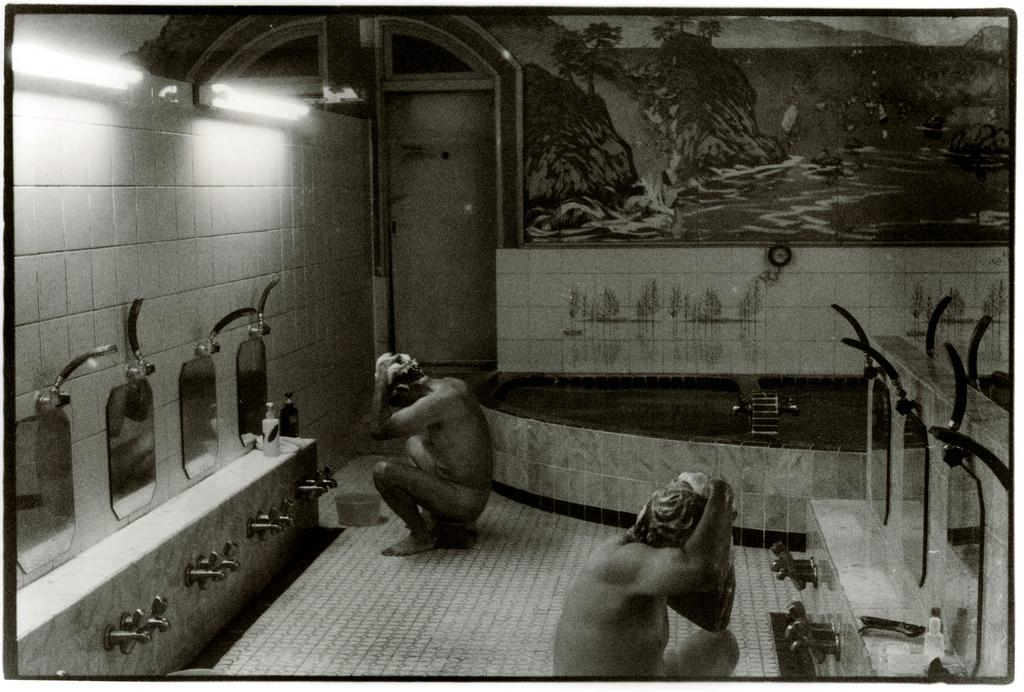 Shampoo - Photo by Junku Nishimura